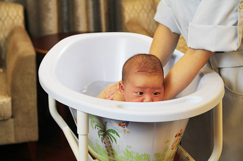 Mẹo hay phòng tránh rôm sảy cho bé từ đầu hè - Ảnh 1
