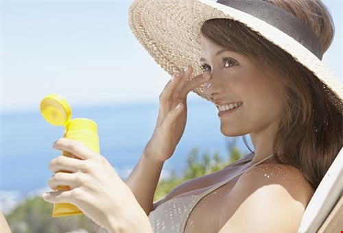 Thiếu nắng gây tác hại như hút thuốc lá - Ảnh 3