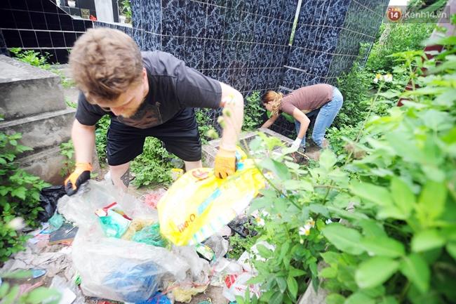 Theo chân ông Tây lội mương nhặt rác ở Hà Nội - Ảnh 6