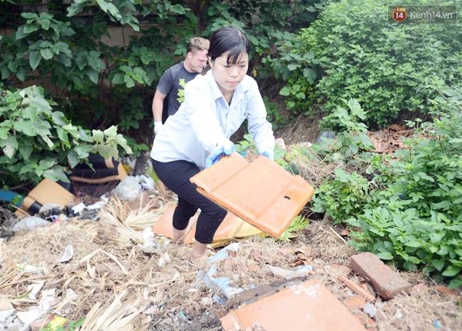 Theo chân ông Tây lội mương nhặt rác ở Hà Nội - Ảnh 8