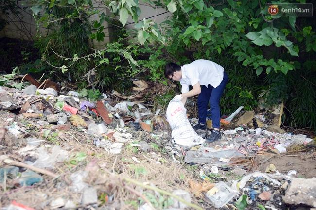 Theo chân ông Tây lội mương nhặt rác ở Hà Nội - Ảnh 9