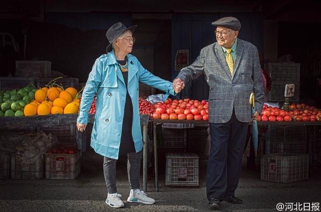 Bộ ảnh có 1-0-2 của cặp đôi 95 tuổi kỷ niệm 64 năm ngày cưới - Ảnh 1