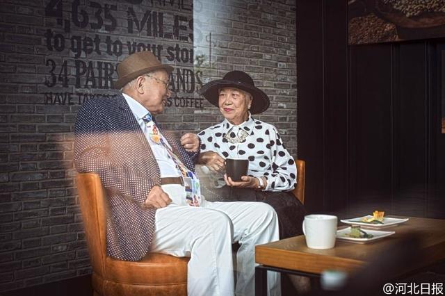 Bộ ảnh có 1-0-2 của cặp đôi 95 tuổi kỷ niệm 64 năm ngày cưới - Ảnh 2