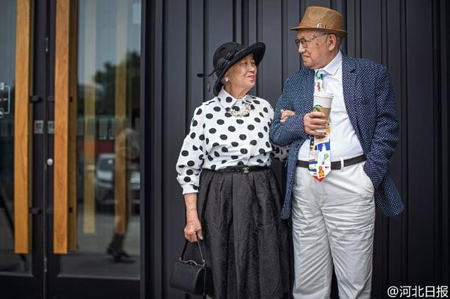 Bộ ảnh có 1-0-2 của cặp đôi 95 tuổi kỷ niệm 64 năm ngày cưới - Ảnh 3