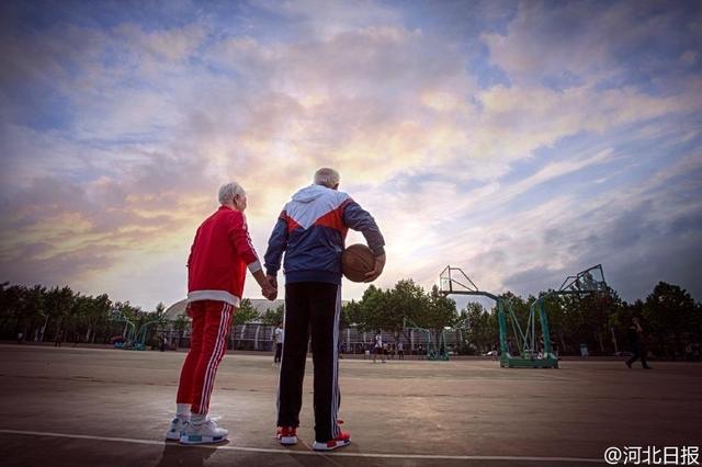 Bộ ảnh có 1-0-2 của cặp đôi 95 tuổi kỷ niệm 64 năm ngày cưới - Ảnh 5