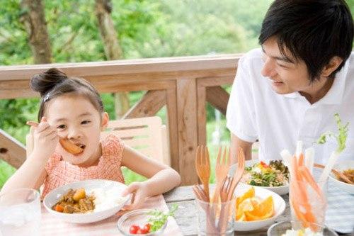 Những phép lịch sự cơ bản trẻ cần được học trước khi trưởng thành - Ảnh 3