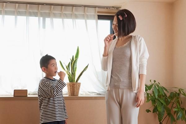 Kinh nghiệm hay của một bà mẹ tập cho bé đánh răng - Ảnh 2