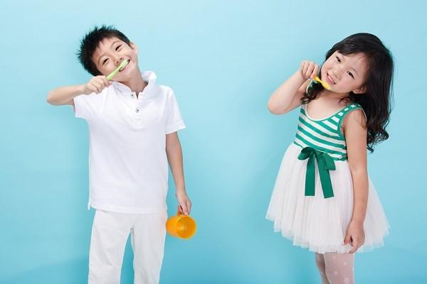 Kinh nghiệm hay của một bà mẹ tập cho bé đánh răng - Ảnh 3