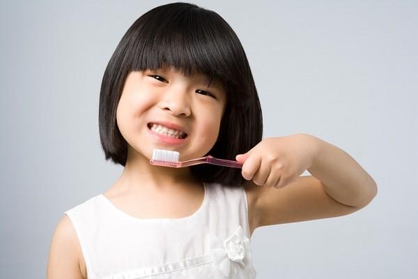 Kinh nghiệm hay của một bà mẹ tập cho bé đánh răng - Ảnh 4