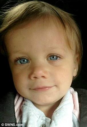 Biết lý do bé gái này suýt mù, bố mẹ phải cẩn thận hóa chất hơn - Ảnh 2