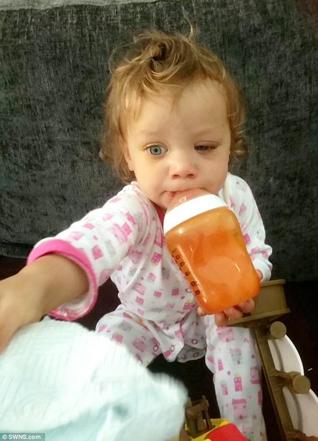 Biết lý do bé gái này suýt mù, bố mẹ phải cẩn thận hóa chất hơn - Ảnh 5