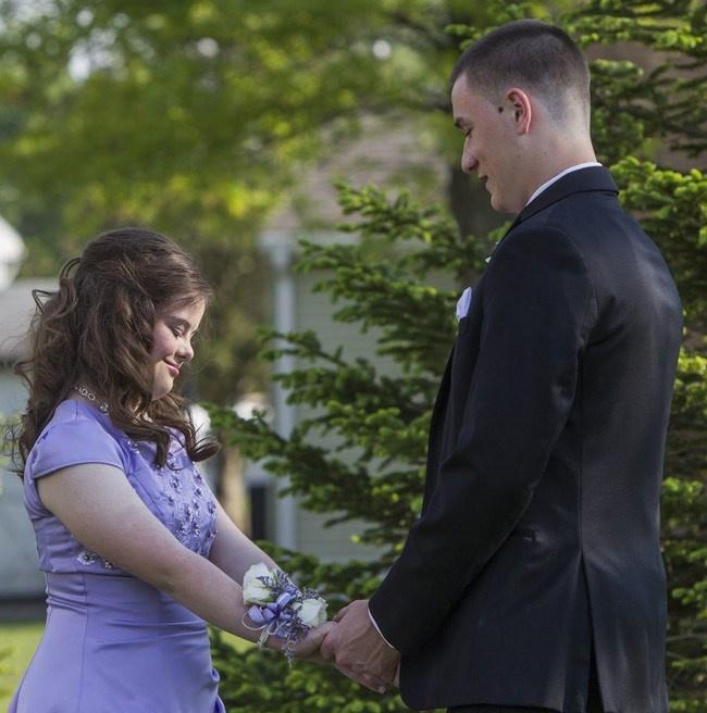 Lời hứa tuyệt đẹp của một chàng thanh niên đẹp trai và cô bạn mắc chứng Down - Ảnh 6