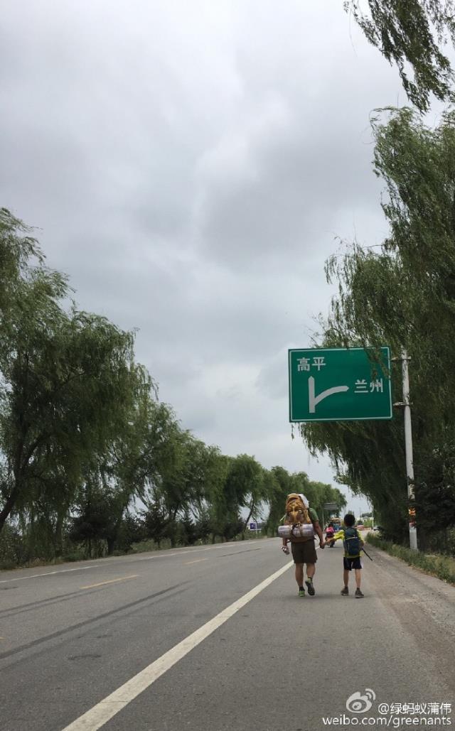 Người cha dùng 300 nghìn đồng với hành trình 700km để dạy con trai cách sống - Ảnh 7