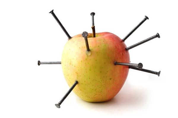 Cắm 12 cây đinh vào quả táo rồi ăn, ý tưởng có lợi cho sức khỏe - Ảnh 3