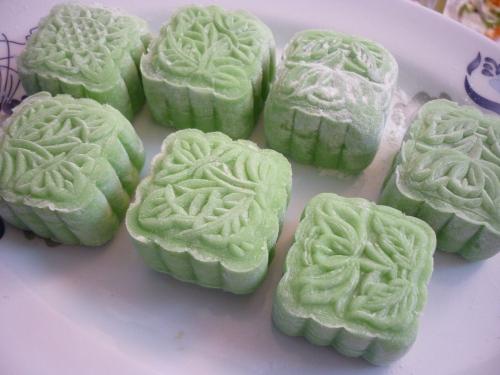 Cách làm bánh trung thu Truffle phô mai, bánh dẻo lá dứa nhân dừa - Ảnh 4
