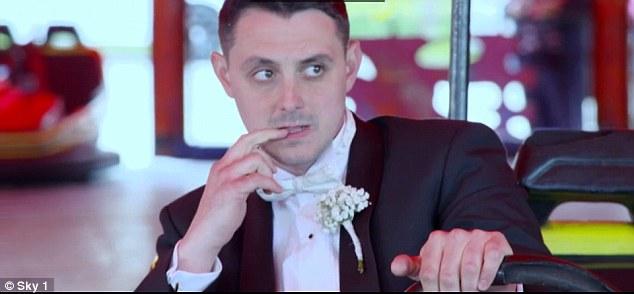 Cô dâu khóc thét vì chú rể thuê ô tô đồ chơi để rước dâu - Ảnh 2