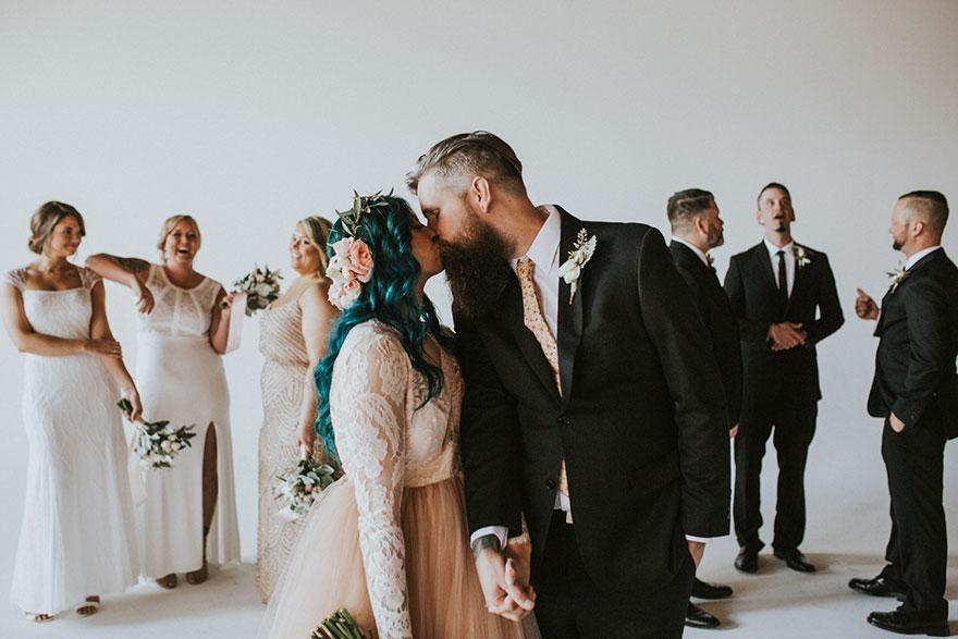 Cô dâu bị liệt quyết tâm tập luyện rồi bất ngờ đi lại trong đám cưới - Ảnh 11