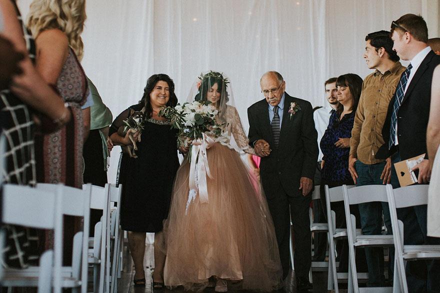 Cô dâu bị liệt quyết tâm tập luyện rồi bất ngờ đi lại trong đám cưới - Ảnh 6