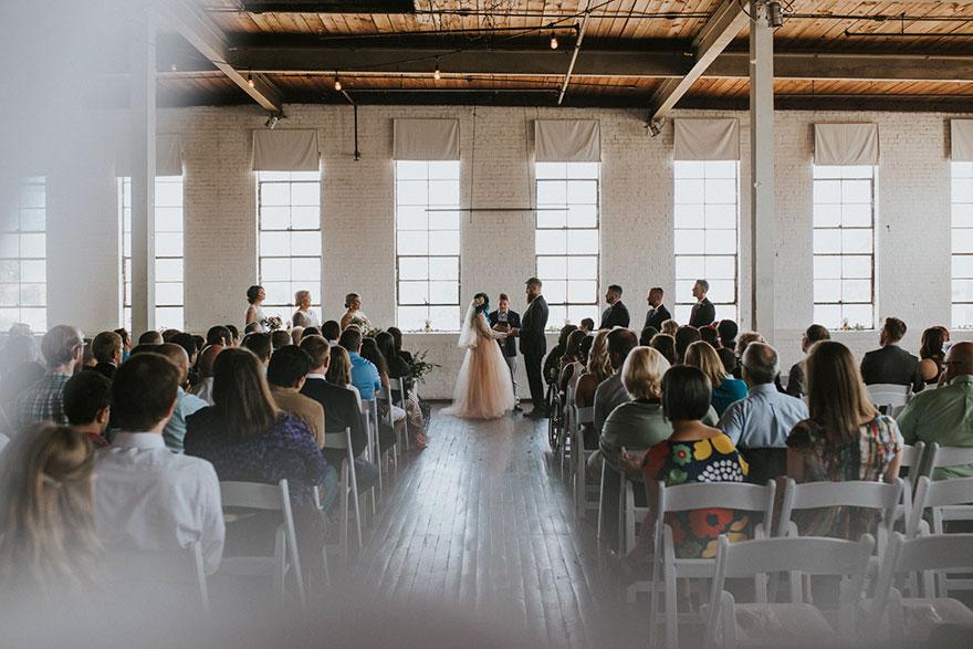 Cô dâu bị liệt quyết tâm tập luyện rồi bất ngờ đi lại trong đám cưới - Ảnh 8