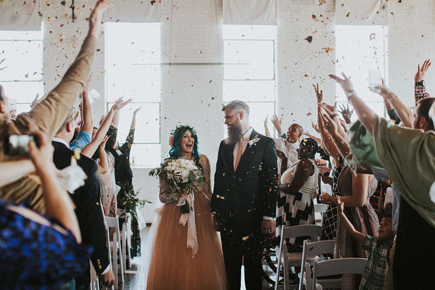Cô dâu bị liệt quyết tâm tập luyện rồi bất ngờ đi lại trong đám cưới - Ảnh 9