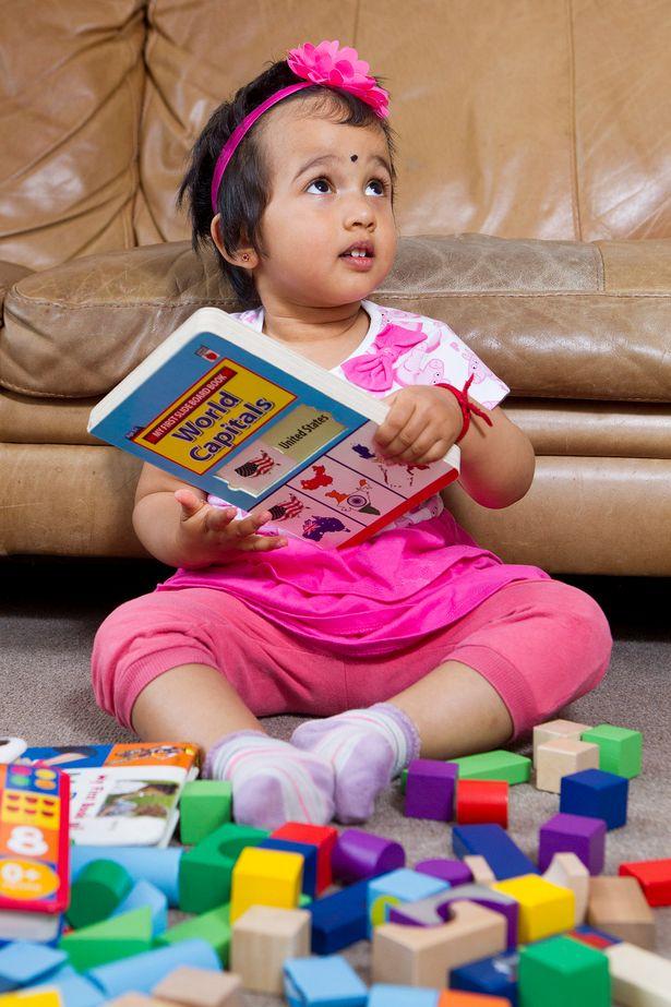 """Bất ngờ cô bé 2 tuổi """"đọc vanh vách"""" tên thủ đô của 196 quốc gia - Ảnh 1"""