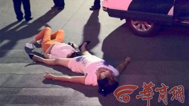 Sốc với màn cãi nhau đến ngất đi của 2 phụ nữ trong 8 giờ nắng nóng - Ảnh 1