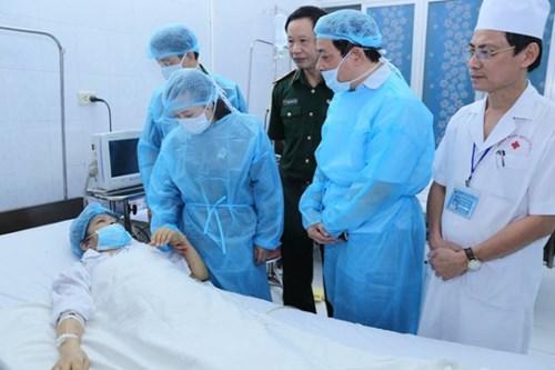 Bộ trưởng Bộ Y tế thăm các bệnh nhân ghép tạng thành công ở Bệnh viện Quân y 103 - Ảnh 1