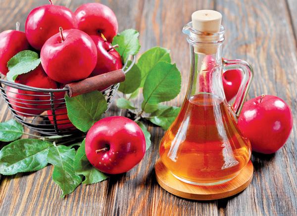 Những công dụng làm đẹp tuyệt vời của giấm táo - Ảnh 2