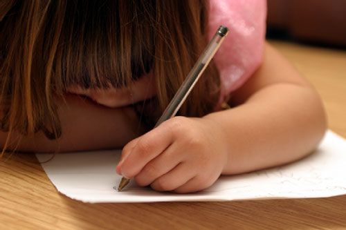 6 lý do trẻ thuận tay trái là những em bé có cuộc sống sung sướng sau này - Ảnh 1