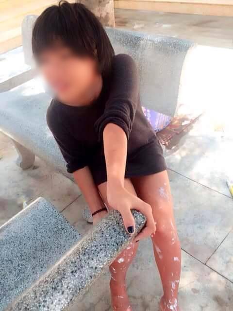 'Câu' đủ 1.000 like trên facebook, cô gái mang xăng đến đốt trường - Ảnh 2