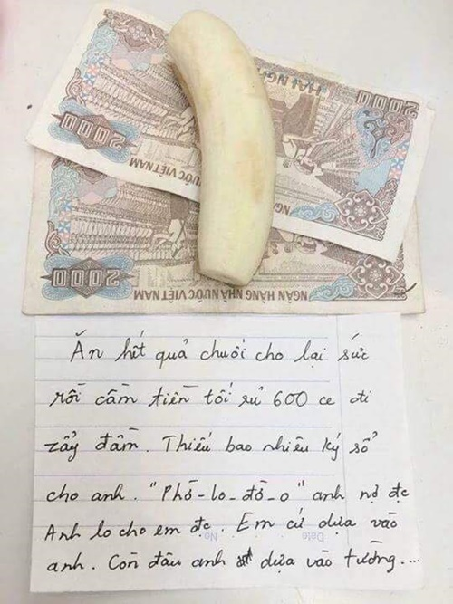 Chồng tặng vợ 'quà độc' kèm quả chuối bóc sẵn vỏ nhân ngày 20/10 gây sốt mạng - Ảnh 1