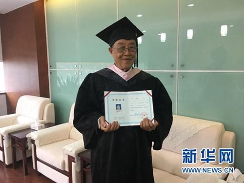 Sinh viên nhiều tuổi nhất Trung Quốc nhận bằng Đại học - Ảnh 2