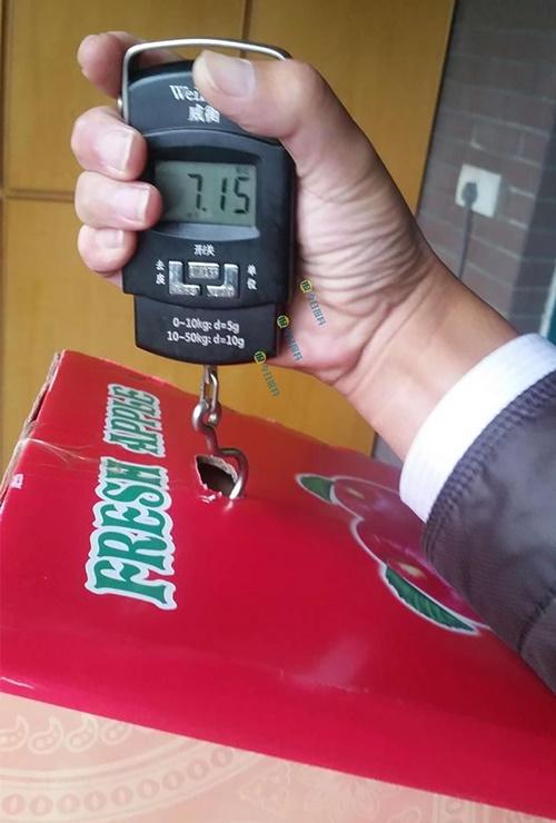 Chiêu trò mới: Đổ bê tông bên trong thùng carton hoa quả để ăn gian trọng lượng - Ảnh 4