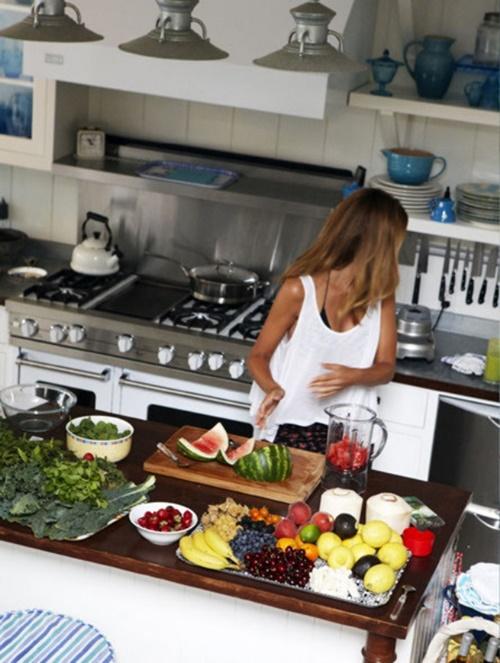 Chóng hết cả mặt với quy tắc nấu nướng, ăn cơm, rửa dọn bố mẹ Việt dạy con gái - Ảnh 2