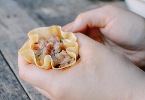 Cách làm xíu mại tôm thịt hấp đúng vị của Trung Hoa - Ảnh 5