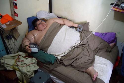 Người đàn ông khổng lồ nhất thế giới lần đầu rời giường sau 6 năm 'dính chặt' - Ảnh 8