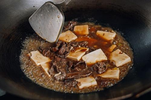Đậu phụ non sốt thịt bò - món ăn 'chết' cơm mùa lạnh - Ảnh 4