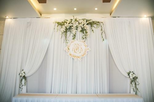 Cặp đôi chi 50 triệu đồngtrang trí nhà ngày cưới bằng hoa lan hồ điệp nhập khẩu - Ảnh 1