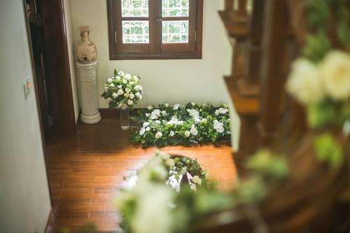 Cặp đôi chi 50 triệu đồngtrang trí nhà ngày cưới bằng hoa lan hồ điệp nhập khẩu - Ảnh 20