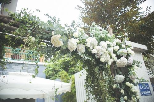 Cặp đôi chi 50 triệu đồngtrang trí nhà ngày cưới bằng hoa lan hồ điệp nhập khẩu - Ảnh 4