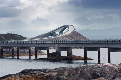 15 cây cầu điên rồ và đáng sợ nhất thế giới – Phần 1 - Ảnh 1