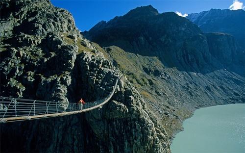 15 cây cầu điên rồ và đáng sợ nhất thế giới – Phần 1 - Ảnh 12
