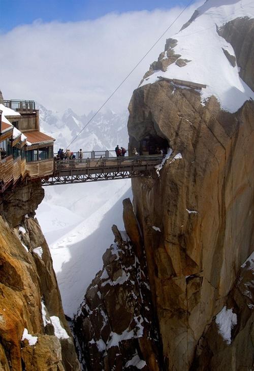15 cây cầu điên rồ và đáng sợ nhất thế giới – Phần 2 - Ảnh 7