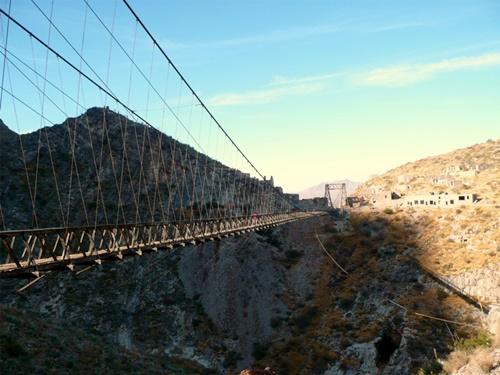 15 cây cầu điên rồ và đáng sợ nhất thế giới – Phần 2 - Ảnh 9