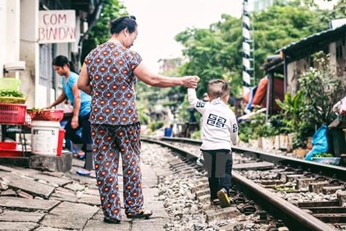 Những 'mảnh' tuổi thơ trên phố đường tàu Lê Duẩn - Ảnh 2