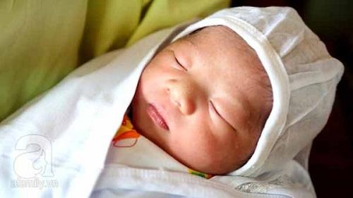 Phú Thọ: Bé trai đầu tiên ra đời bằng phương pháp thụ tinh nhân tạo - Ảnh 1