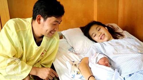 Phú Thọ: Bé trai đầu tiên ra đời bằng phương pháp thụ tinh nhân tạo - Ảnh 2
