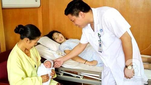 Phú Thọ: Bé trai đầu tiên ra đời bằng phương pháp thụ tinh nhân tạo - Ảnh 3