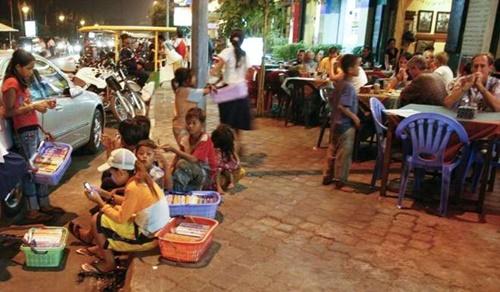 Tiết lộ về 'Thợ săn' trẻ em đường phố ở Phnompenh - Ảnh 3