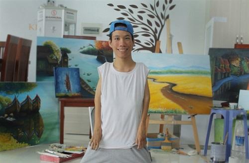Hành trình vượt qua số phận của chàng họa sĩ 9X vẽ tranh bằng… miệng - Ảnh 1